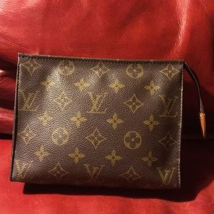 🎉Authentic LV cosmetic pouch, lining been clean!!
